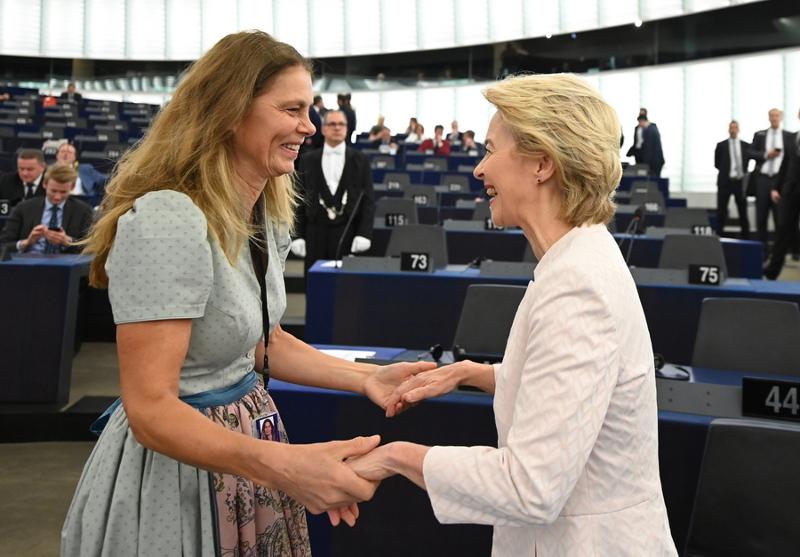Η Σάρα Βίενερ με την Ούρσουλα φον ντερ Λάιεν
