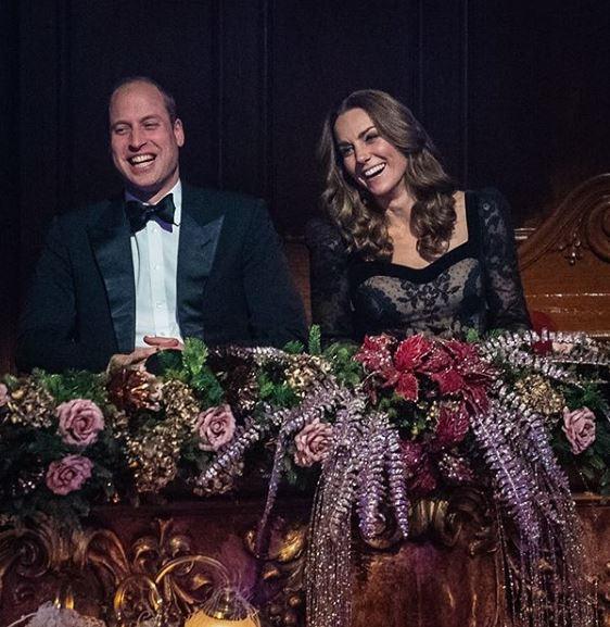 χαμογελαστοί πρίγκιπας γουίλιαμ και Κέιτ Μίντλετον