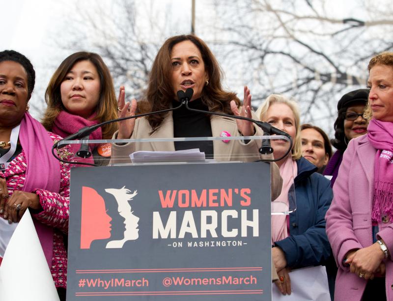 Η Καμάλα Χάρις σε διαδήλωση για τα δικαιώματα των γυναικών στην Ουάσιγκτον