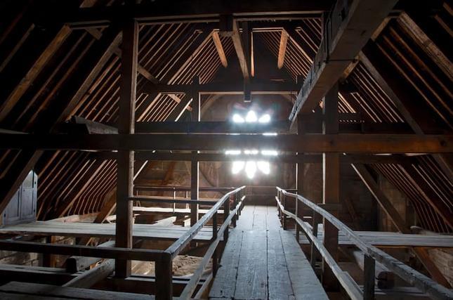 o ξύλινο ικρίωμα πάνω στο οποίο στηρίζει η οροφή της Παναγίας των Παρισίων.