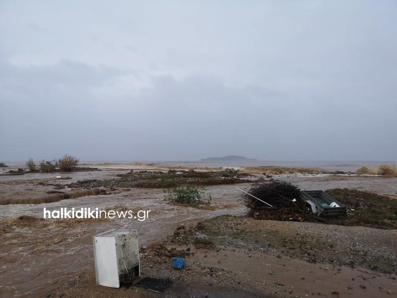 Πλημμύρισαν οι δρόμοι στη Χαλκιδική / Φωτογραφία: halkidikinews.gr