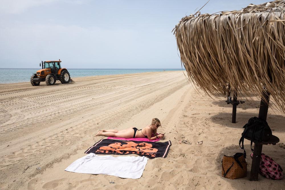 Προετοιμασία παραλίας στην Χαλκιδική / Φωτογραφία: Konstantinos Tsakalidis / SOOC