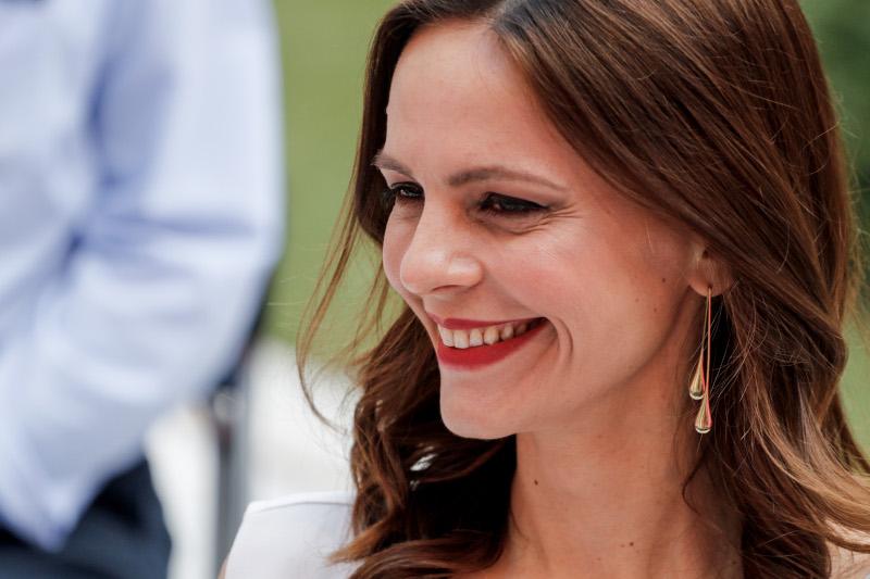 Χαμογελαστή η Εφη Αχτσιόγλου