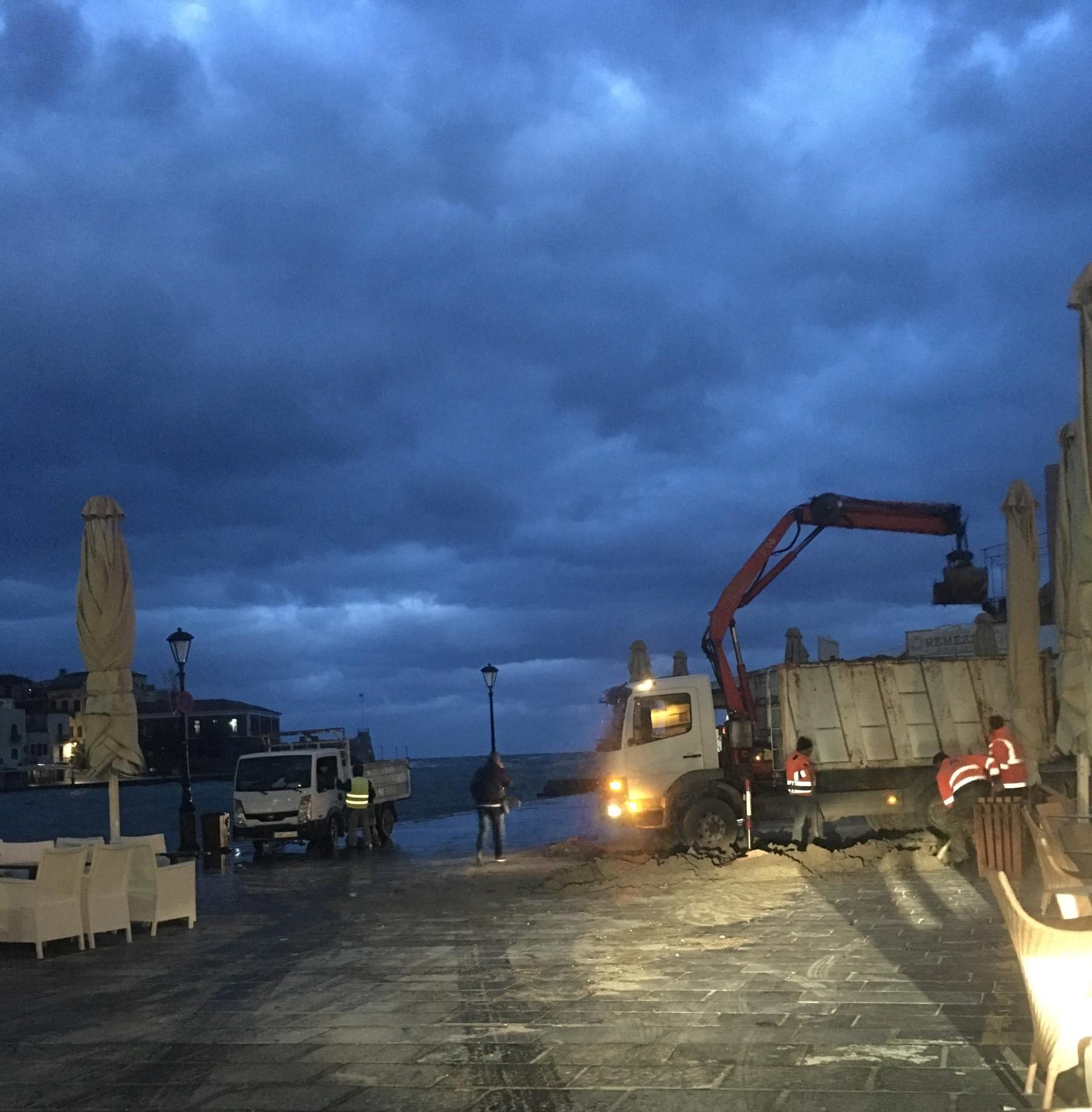 Εργασίες καθαρισμού στο λιμάνι
