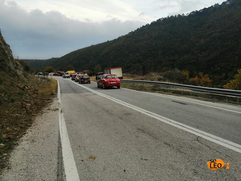 Στο σημείο βρίσκεται η ΕΛΑΣ και η Πυροσβεστική / Φωτογραφία: seleo.gr