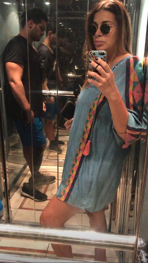 Η Ελένη Χατζίδου με εμφανή την κούραση και χωρίς κοιλιά