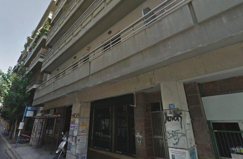 Το κτίριο στα Εξάρχεια όπου βρέθηκε η χειροβομβίδα