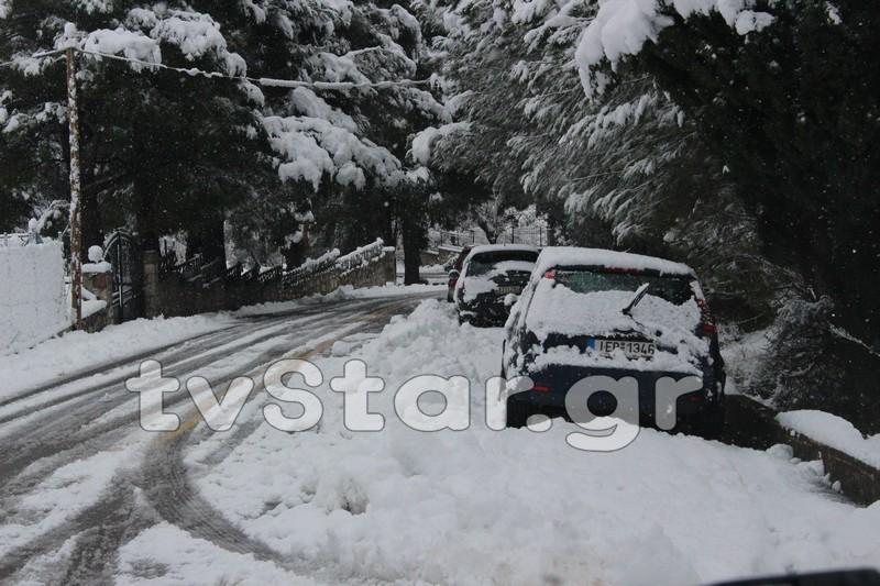 Χιόνια σε γειτονιά στη Βοιωτία