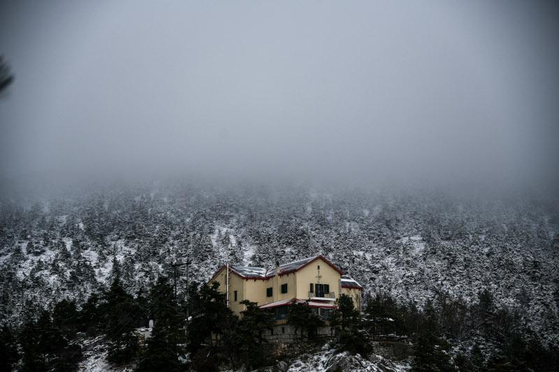 Μαγικό τοπίο η χιονισμένη Πάρνηθα