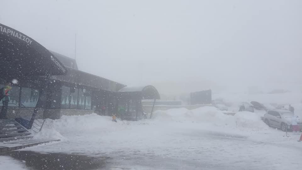 Ραγδαία επιδείνωση παρουσίασε ο καιρός με το Χιονοδρομικό Κέντρο Παρνασσού να προχωρά σε αναστολή της λειτουργίας του/Φωτογραφία: Facebook/ Χιονοδρομικό Κέντρο Παρνασσού