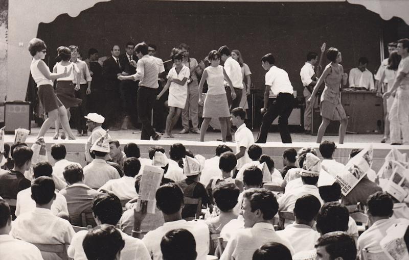 Χορός Γιεγιέδων, σε Μουσικό Πρωινό, στη Θεσσαλονίκη. (Φωτογραφία ίσως έτους 1966. ΑΡΧΕΙΟ Γιάννης Νέγρης)