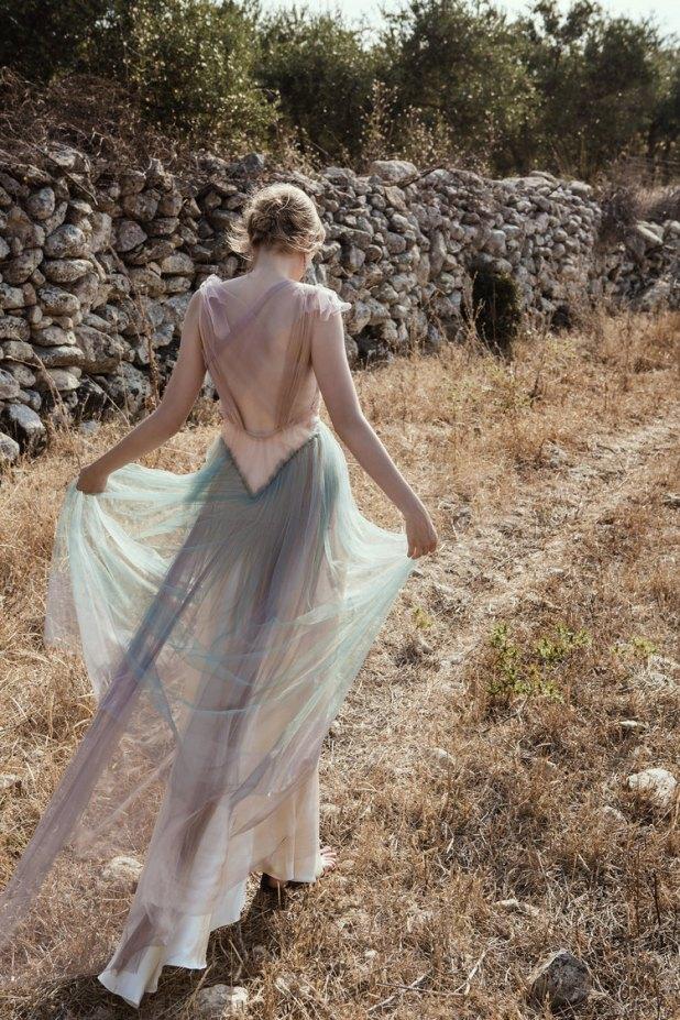 Μοντέλο περπατά στην ιδιαίτερη πατρίδα της Σοφίας Κοκοσαλάκη