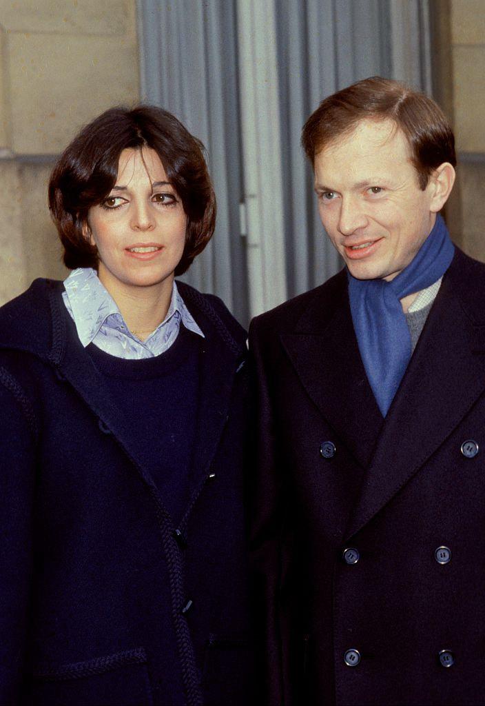 Η Χριστίνα Ωνάση με κοντό μαλλί και παλτό πλάι στον Ρώσο σύζυγό της Σεργκέι Καούζοφ
