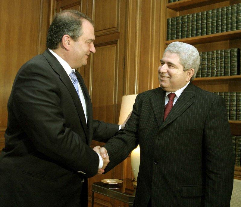 Χριστόφιας και Κ. Καραμανλής στο Μαξίμου το 2004