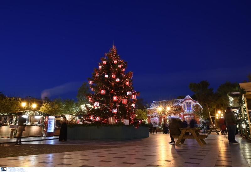 Εντυπωσιακό χριστουγεννιάτικο δέντρο