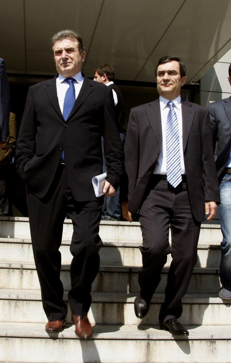 Μιχ. Χρυσοχοΐδης και Λ. Οικονόμου το 2012 μετά την συνάντηση με τον τότε πρόεδρο της ΝΔ Αντώνη Σαμαρά