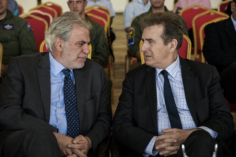 Ο υπουργός Προστασίας του Πολίτη Μιχάλης Χρυσοχΐδης και ο επίτροπος της ΕΕ Χρήστος Στυλιανίδης