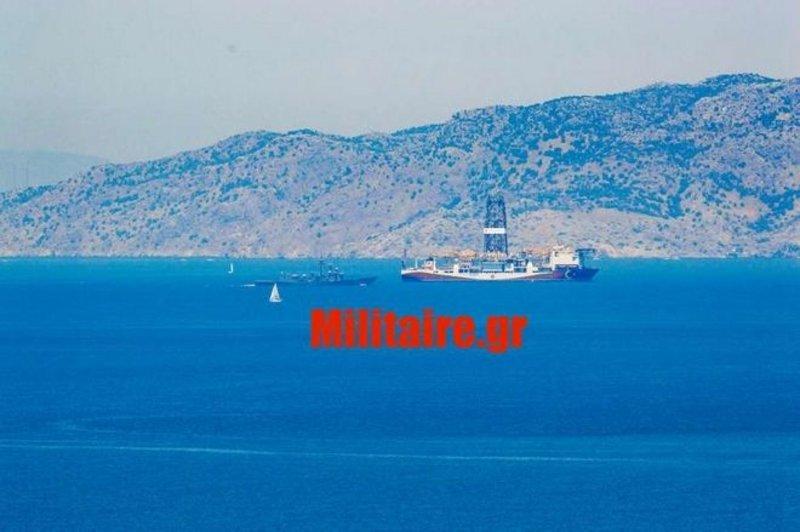 Το τουρκικό γεωτρύπανο πλέει προς την Αττάλεια συνοδευόμενο από φρεγάτα του τουρκικού πολεμικού ναυτικού.