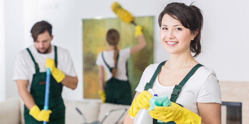 Υπάλληλοι καθαριότητας επί τω έργω