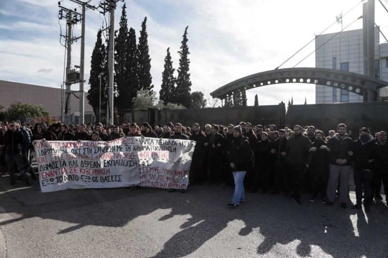 Φοιτητές έξω από το υπουργείο Παιδείας