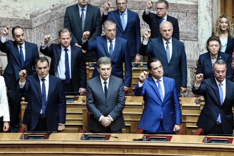Οι υπουργοί της κυβέρνησης Μητσοτάκη στα υπουργικά έδρανα