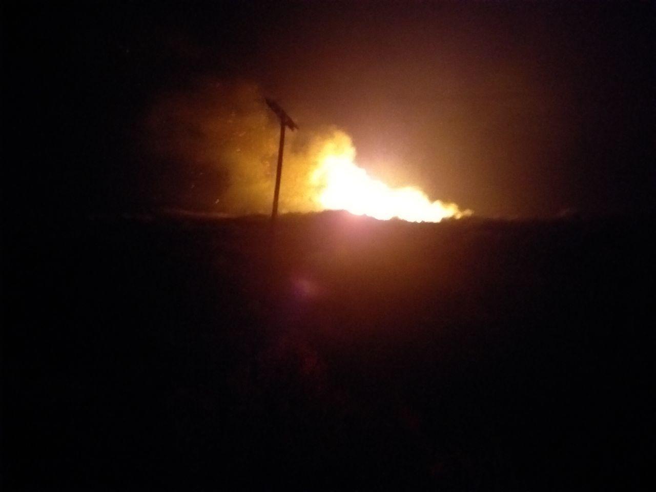 Ολονύχτια μάχη με τις φλόγες δίνουν στη Ζάκυνθο οι πυροσβέστες