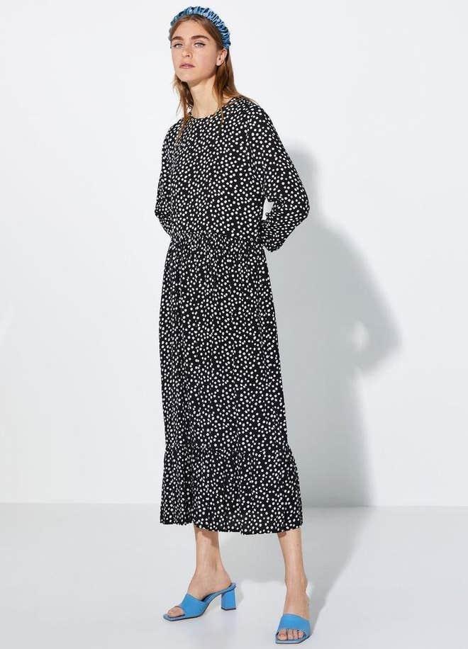Το «It» φόρεμα του φετινού καλοκαιριού κυκλοφορεί και σε μαύρη έκδοση - στην Αυστραλία