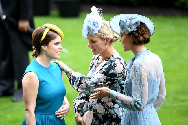 Το χέρι στην κοιλιά και το βλέμμα της Ζάρα Τίνταλ έκαναν τους θαυμαστές της πριγκίπισσας Ευγενίας να υποθέσουν πως ίσως είναι έγκυος