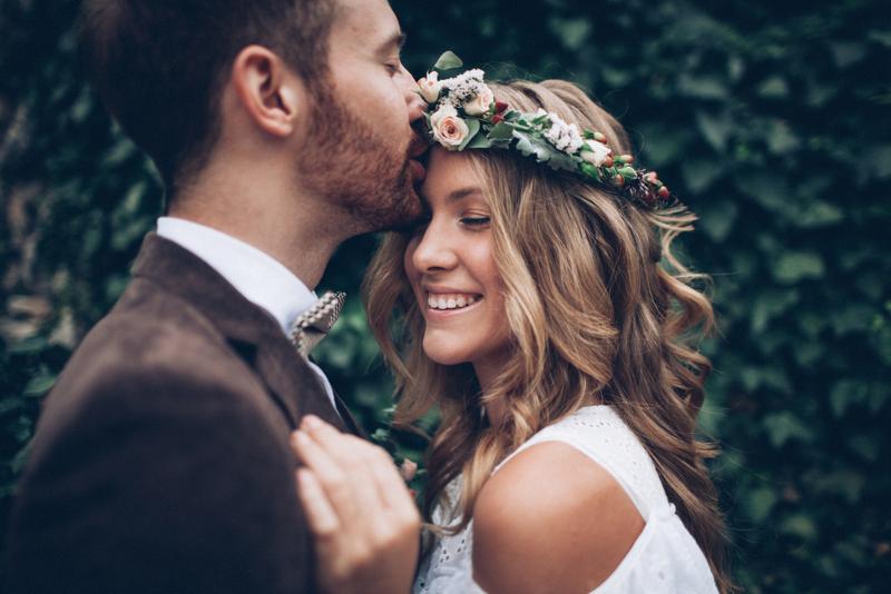 Γαμπρός και νύφη αγκαλιά