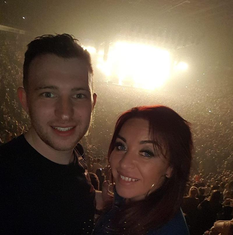 Ζευγάρι σε συναυλία