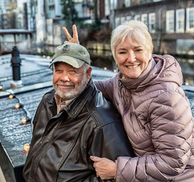 Ο Νικ και η Μπόμπι Ερκολάιν χαμογελαστοί