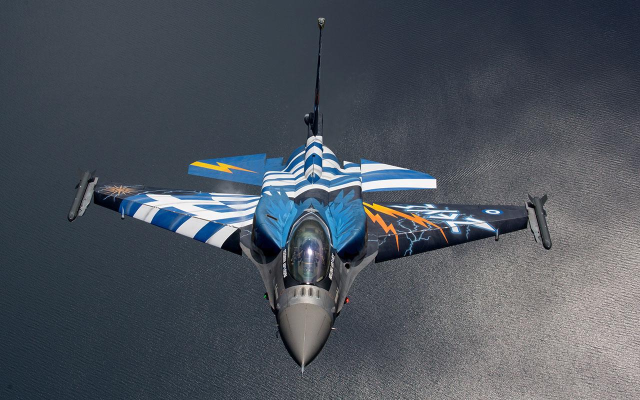 Το F-16 της ομάδας «ΖΕΥΣ» στον αέρα, έτοιμο για απαιτητικούς ελιγμούς