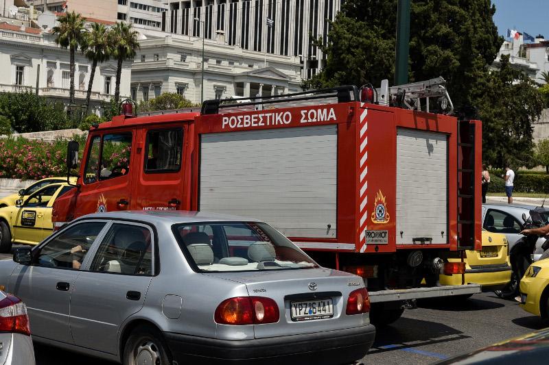 Πυροσβεστικά βγήκαν στους δρόμους για τυχόν προβλήματα και απεγλωβισμούς