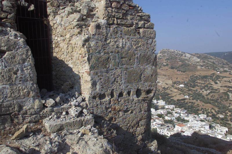 Καστρο Σκυρος πεσμένες πέτρες