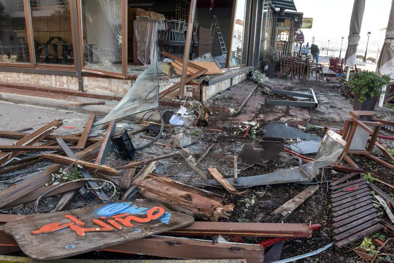 Ζημιές σε κατάστημα στο Λουτράκι