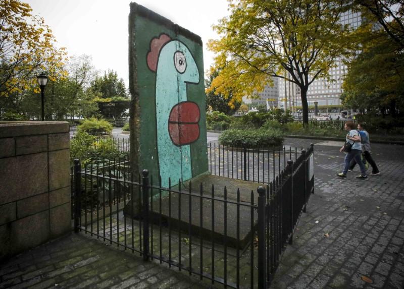 Ζωγραφισμένο τμήμα από το Τείχος του Βερολίνου