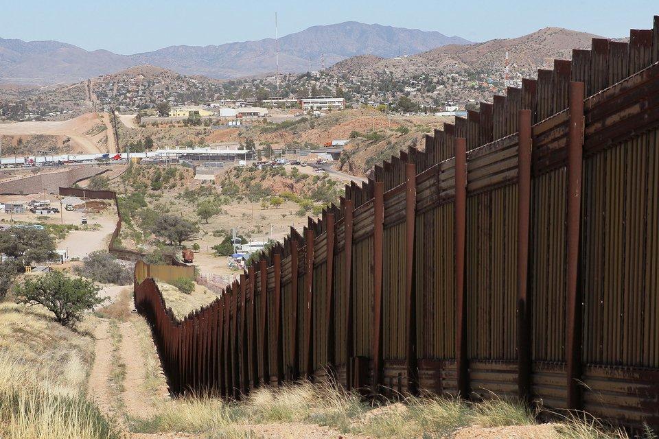 Το τείχος του Τραμπ στο Μεξικό γίνεται όλο και μικρότερο, όλο κι ακριβότερο [εικόνες] | ΚΟΣΜΟΣ | iefimerida.gr