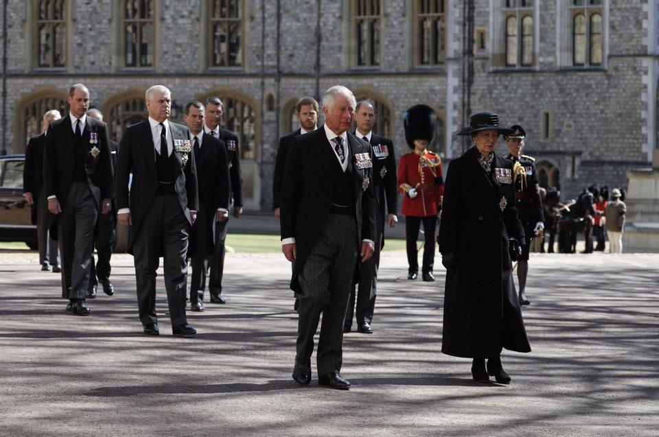 Οι Βρετανοί αποχαιρέτησαν τον πρίγκιπα Φίλιππο -Συγκίνηση στην κηδεία, δείτε όλα όσα έγιναν [εικόνες] | ΚΟΣΜΟΣ | iefimerida.gr