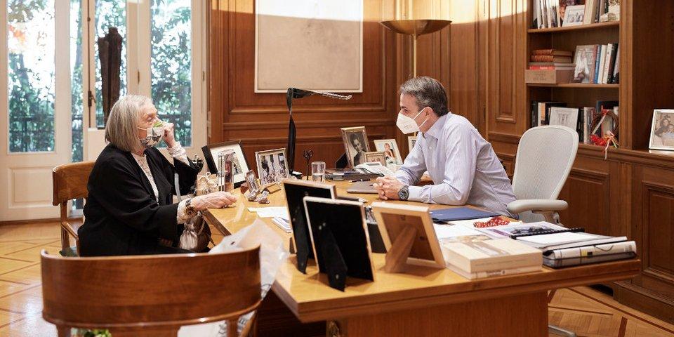 Ο Μητσοτάκης υποδέχθηκε στο Μαξίμου την 84χρονη Μαρία-Λουίζα Μηλιαρέση -Του  είχε στείλει επιστολή για να τον συναντήσει [εικόνες] | ΠΟΛΙΤΙΚΗ |  iefimerida.gr