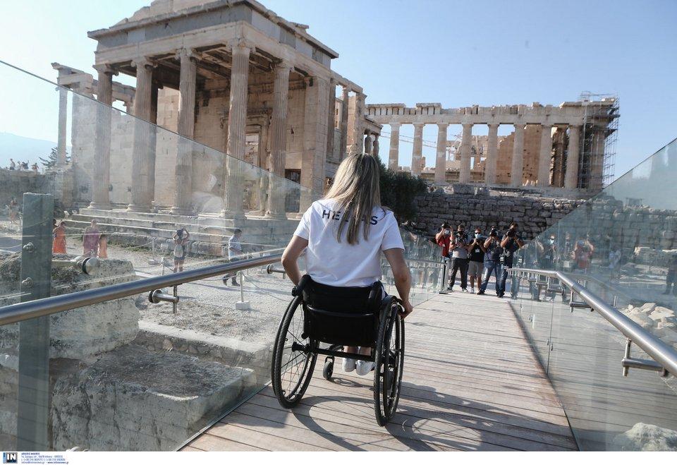 Στην Ακρόπολη η Ελληνική Παραολυμπιακή Ομάδα -Τι είπε η Μενδώνη για τον ανελκυστήρα [εικόνες] | ΕΛΛΑΔΑ | iefimerida.gr