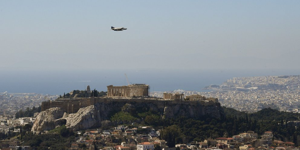 At noon, fighter jets will fly over the Acropolis  HELLAS