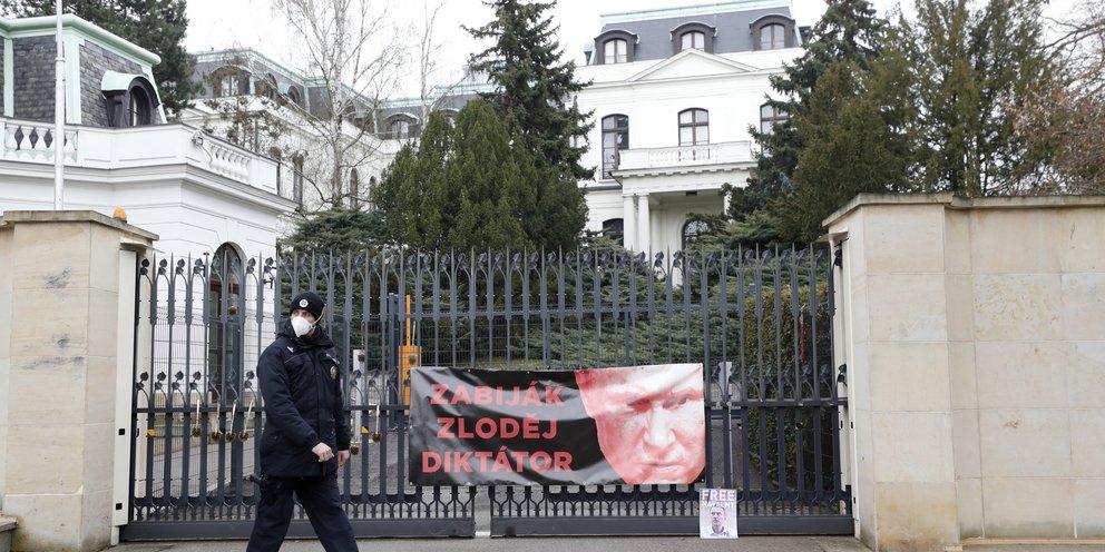 Η Τσεχία απελαύνει 18 Ρώσους διπλωμάτες -Κατηγορούνται για κατασκοπεία