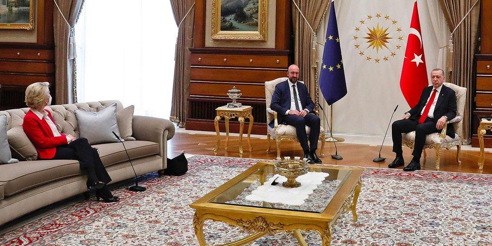Ο Τσαβούσογλου δεν ζήτησε συγγνώμη για το «sofagate»: «Η ΕΕ ευθύνεται, όχι η Τουρκία»! | ΚΟΣΜΟΣ