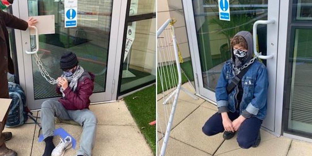 Διαδηλωτές δέθηκαν με αλυσίδες έξω από τα γραφεία της AstraZeneca -Ζητούν άρση της πατέντας