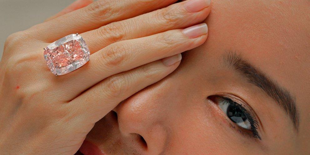 Σε δημοπρασία το μεγαλύτερο ροζ διαμάντι «Σακούρα» που έχει πουληθεί ποτέ -Αναμένεται να αγγίξει τα 38 εκατ. δολάρια | ΚΟΣΜΟΣ | iefimerida.gr