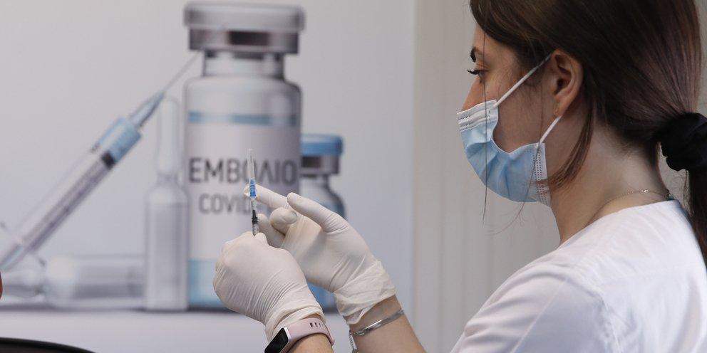 Τι θα γίνει με τους αρνητές εμβολιασμού και τους διστακτικούς -Τι λένε οι ειδικοί | ΕΛΛΑΔΑ