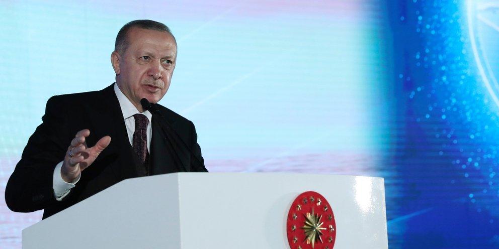 Τουρκία: Εξαλλος ο Ερντογάν με το Ευρωπαϊκό Δικαστήριο για την απαγόρευση της μαντίλας | ΚΟΣΜΟΣ