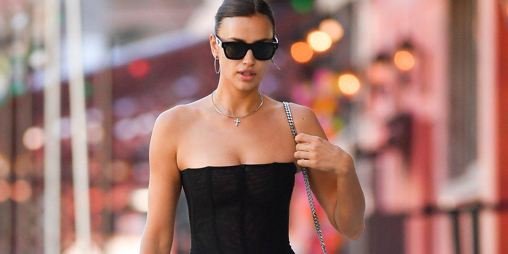 Αφόρητα σέξι: Η Ιρίνα Σάικ φόρεσε ένα διάφανο κορμάκι κορσέ με το χαμηλοκάβαλο τζιν της και βγήκε στη Νέα Υόρκη [εικόνες]
