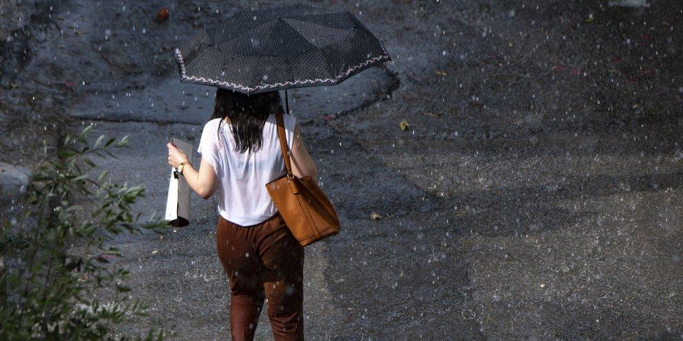 Αστατος καιρός με καταιγίδες και χαλάζι: Βροχές και στην Αττική -Πού θα είναι έντονα τα φαινόμενα   ΕΛΛΑΔΑ