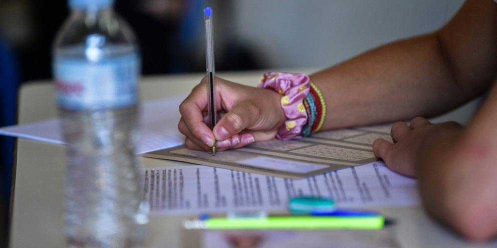 Πανελλαδικές: Τι δείχνουν οι πρώτες εκτιμήσεις για την Ελάχιστη Βάση Εισαγωγής και τα «εύκολα» θέματα [πίνακας]